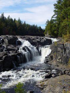 Parc régional des Chutes-Monte-à-Peine-et-des-Dalles Jacques Cartier, Saint Jean, Parcs, Belle Photo, Beautiful Day, Waterfall, Paradise, Explore, Photos
