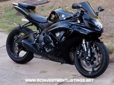 2006 Suzuki GSXR 600 - Hopefully my next bike when I get more comfy on the roads. Suzuki Gsx R, Suzuki Motos, Suzuki Bikes, Suzuki Motorcycle, Motorcycle Helmets, Ducati, Custom Sport Bikes, Gsxr 600, Sportbikes