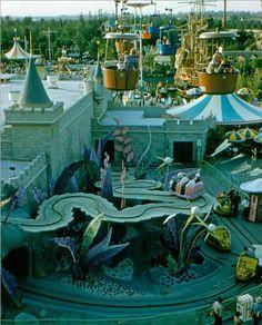 Disneyland TBT - The Alice in Wonderland ride in 1959. READ IT: http://grown-up-disney-kid.tumblr.com/post/121881908759/tbt-disneyland-the-alice-in-wonderland-ride