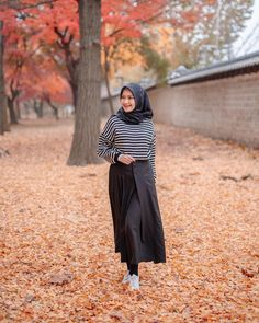 Image may contain: 1 person, standing and outdoor Niqab Fashion, Muslim Fashion, Ootd Fashion, Modest Fashion, Fashion Photo, Teen Fashion, Fashion Outfits, Casual Hijab Outfit, Ootd Hijab