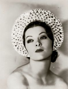 Myrna Loy - exotic beauty from the Golden Age Of Hollywood, Vintage Hollywood, Hollywood Glamour, Hollywood Stars, Hollywood Actresses, Classic Hollywood, Hollywood Boulevard, Classic Actresses, Beautiful Actresses