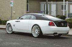 Rolls-Royce Wraith I like that! Rolls Royce Wraith, Rolls Royce Cars, Lamborghini Cars, Bugatti Cars, Grand Luxe, Bentley Car, Amazing Cars, Car Car, Hot Cars