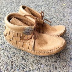 These hip, funky handmade moccasins fit snuggly and hug the feet. Made by Jamie Gentry (Kwakwaka'wakw). NOTE: Please allow up to 3 weeks for de...
