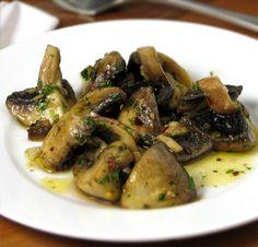 Champiñones al ajillo (Spanish garlic mushrooms)