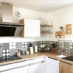 [Regram] Aujourd'hui nous vous partageons la jolie cuisine de @my_scandi_home avec un carrelage effet carreau de ciment en guise de crédence !  #leroymerlin #decoration #homesweethome #homedecor #homedesign #interiordecoration #interiorinspiration #interiordesign #picoftheday #photodujour #instadesign #instadecor #madecoamoi #kitchen #kitchendesign #cuisine #cuisineplus Kitchen Remodel, Kitchen Design, Decoration, Kitchen Cabinets, New Homes, Living Room, House Ideas, Inspiration, Projects