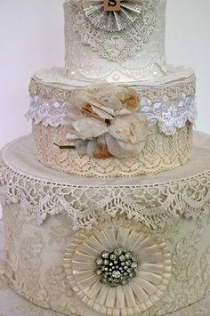 wedding cake (inverted hat boxes) decorated with vintage lace and linens with great old vintage cake topper Shabby Chic Crafts, Vintage Shabby Chic, Shabby Chic Decor, Vintage Lace Crafts, Altered Boxes, Altered Art, Organizer Box, Vintage Hat Boxes, Vintage Cakes