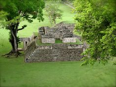 "The Maya ruins located at Copan in western Honduras are best known for their remarkable series of ""portrait stelae"" These stelea and highly sculptured decorations of these buildings are indeed some of the very finest surviving art of ancient MesoAmerica https://twitter.com/ChichenItzaBob"