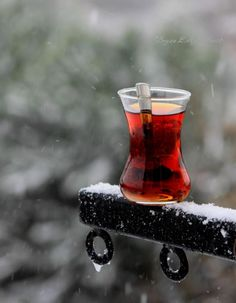 Tea Pause welcomes you to know all about teas. Prepare yourself a tea that suites your temporary mood and stay healthy throughout the year. Coffee Time, Morning Coffee, Tea Time, Le Cacao, Tea Art, Turkish Coffee, Turkish Recipes, My Tea, High Tea