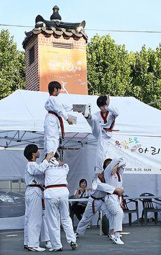 Taekwondo Demonstaration in Insadong, Seoul, Korea
