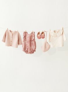 Flat Lay Photography, Clothing Photography, Photography Ideas, Dresses Kids Girl, Kids Outfits, Baby Girl Fashion, Kids Fashion, Mom And Baby, Baby Kids