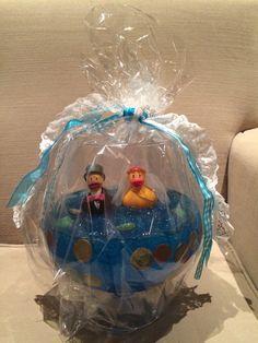 Idea present wedding - money (the water is blue hairgel) Idee cadeau bruiloft - geld geven (het 'water' is blauwe haargel)