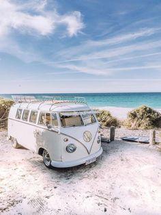 Vintage Volkswagen Bus, Vw Vintage, Beach Aesthetic, Travel Aesthetic, Vw Camper, Vw Buzz, Van Life, Wolkswagen Van, Combi Ww