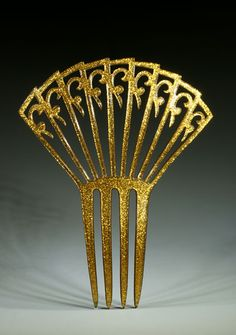 1920, America - Fan shaped high comb with gold effect thanks to the Goldaleur technique
