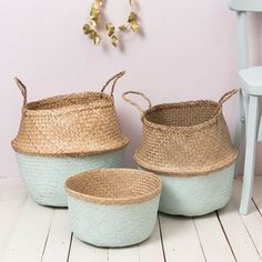 natural woven painted in light green mint color Casa Retro, Belly Basket, Sweet Home, Home Decor Baskets, Basket Bag, Home And Deco, Home Interior, Basket Weaving, Wicker Baskets