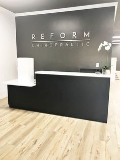 Chiropractic Front Desk Office www. Modern D.- Chiropractic Front Desk Office www.reformchiropr… Modern Design Chiropractic Front Desk Office www. Medical Office Design, Modern Office Design, Contemporary Office, Modern Offices, Healthcare Design, Office Designs, Office Reception Design, Office Signage, Modern Reception Desk