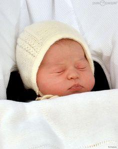 Charlotte de Cambridge : Les prénoms du royal baby révélés, émotion garantie http://www.purepeople.com/article/charlotte-de-cambridge-les-prenoms-du-royal-baby-reveles-emotion-garantie_a159102/1