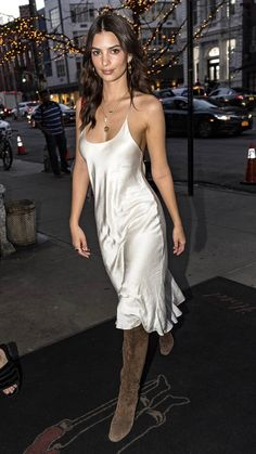 Emily Ratajkowski Looks Hot in a Silk Slip Dress in New York City!: Photo Emily Ratajkowski is enjoying the warmer weather in the city! The model and actress was spotted on Wednesday evening (February in New York City. Satin Dresses, Silk Dress, Star Fashion, 90s Fashion, Fashion Outfits, Emily Ratajkowski Look, Emily Ratajkowski Street Style 2018, White Slip, Silk Slip