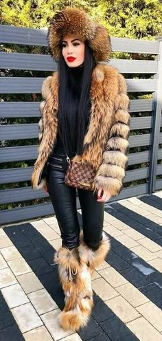 The hat looks really warm & snuggly. Fox Fur Coat, Fur Coats, Furry Boots, Winter Boots Outfits, Stunning Brunette, Fur Accessories, Fabulous Furs, Fur Fashion, Winter Looks