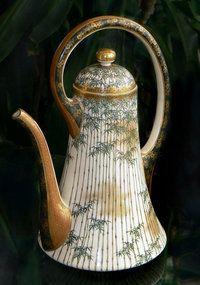 Japanese Satsuma Teapot Kinkozan In 2019 Ideas Of asian Teapot Sets. Asian Teapots, Art Sculpture, Tea Pot Set, Teapots And Cups, Tea Art, Ceramic Teapots, Japanese Pottery, Chocolate Pots, Tea Ceremony