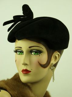 VINTAGE HAT FRENCH 1940s BLACK VELOUR SCULPTED CAP w CURLY KNOT & BOW, STUNNING! ❤❤❤
