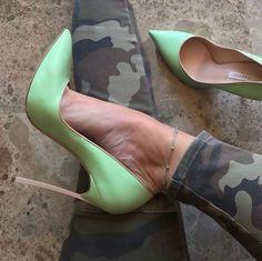 cute heels classy Source by thomas_grafe Sexy High Heels, Beautiful High Heels, High Heels Stilettos, Stiletto Heels, Shoes Heels, Cute Heels, Women's Feet, Fashion Heels, Vogue