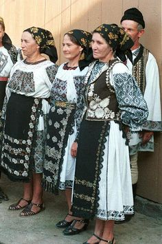 Folk costumes of Bistrița-Năsăud County, Romania European Costumes, Empire Ottoman, Costumes Around The World, Historical Clothing, Folk Clothing, Folk Embroidery, Ethnic Dress, Ukraine, Folk Costume