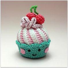 Kijk wat ik gevonden heb op Freubelweb.nl: een gratis haakpatroon van Candy van Sweet om deze onweerstaanbaar leuke cupcake te maken https://www.freubelweb.nl/freubel-zelf/gratis-haakpatroon-cupcake-2/