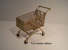 by Les Mains Calmes. in French but good photographs show how it was made. Novel use of paper clips!