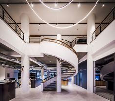 Een industrieel en stoer kantoorinterieur met verwijzingen naar de wereld van de scheepvaart. #SMTShipping #DZAP #office #interior #design #styling #industrial #kantoor #interieur #ontwerp #cyprus #architecture #stairs