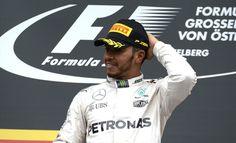 Lewis Hamilton batte Nico Rosberg e si avvicina in classifica. Gara disastrosa per Vettel, fuori per l'esplosione di una gomma