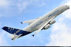 A stunning performance by the Airbus A380 at Paris Air Show 13.