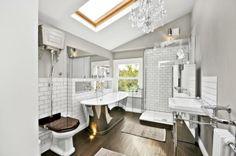 Absolutely gorgeous bath tub