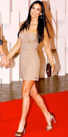 Demi M, con Tacones de sleek straight long dark hair ♥ Demi Moore, Famous Celebrities, Celebs, Long Dark Hair, Actrices Hollywood, Hot Brunette, Sexy Older Women, Iconic Women, Night Looks
