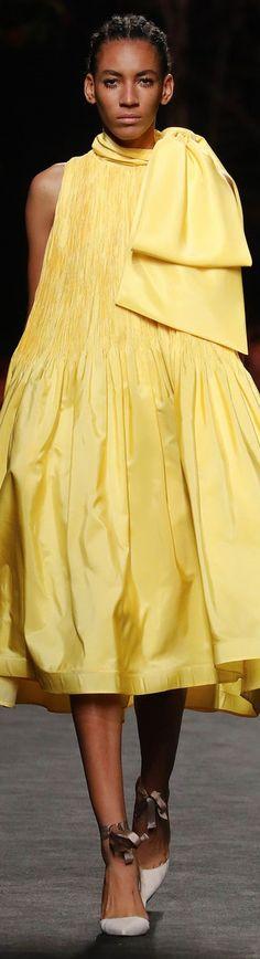 Yellow Fashion, Mellow Yellow, Yellow Dress, Womens Fashion, Fashion Trends, Fashion Accessories, Shirt Dress, Couture, Fall