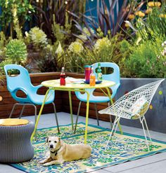 Modern Backyard Patio Set < 65 Easy Outdoor Dining Ideas for Every Space - MyHomeIdeas.com - love the colors. Why not paint my plastic chairs for same look.