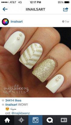Nail art gold glitter design