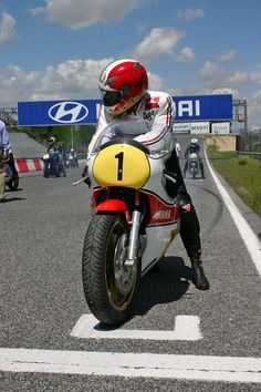 My life,my shit,my things: Fotos Mv Agusta, Valentino Rossi, Motos Vintage, Motogp Race, Yamaha Motor, Motosport, Racing Motorcycles, Classic Bikes, Vintage Racing
