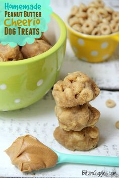 Peanut Butter Cheerio Dog Treats - Just a few ingredients make these dog treats irresistible to your furry family member!Homemade Peanut Butter Cheerio Dog Treats - Just a few ingredients make these dog treats irresistible to your furry family member! Puppy Treats, Diy Dog Treats, Homemade Dog Treats, Dog Treat Recipes, Healthy Dog Treats, Dog Food Recipes, Cheerio Treats, No Bake Dog Treats, Soft Dog Treats