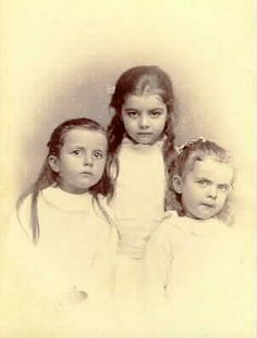 An adorable photograph of Ruth Hill (later Beard) Rachel Hill (later Bøckmann) and Gertrude Hill (later Gavin) in Ruth was 5 or Rachel was 3 or and Gertrude was 1 or Photograph taken by Charles A. Zimmerman Portrait Gallery of St. Rachel Hill, Old Photos, Vintage Photos, J Hill, Time Pictures, House On A Hill, Zimmerman, 4 Year Olds, 4 Years