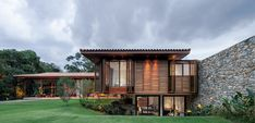 Casa de madeira: 46 projetos exuberantes com este nobre material