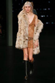 Saint Laurent Spring 2016 Ready-to-Wear Fashion Show - Lida Fox (Next)
