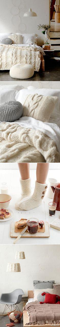 Plein de bonnes idées: - le pouf, qu'on retrouve beaucoup - le coussin - similaires au pouf, en plus petit. - le coussin avec la grosse torsade assorti au plaid - idée d'une parure de lit entière ? - les chaussettes, avec les trois petits boutons sur les côtés.