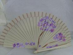 Abanico color crema con Biznagas en tonos lilas y malvas.