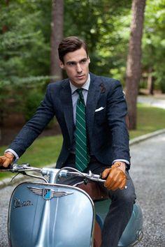 Lo stile della Vespa è inimitabile! - The style of the Vespa is unique. Mens Fashion Blog, Best Mens Fashion, Men's Fashion, Fashion Gallery, Dapper Gentleman, Gentleman Style, Sharp Dressed Man, Well Dressed Men, Classic Men