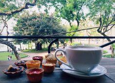 Une vue charmante depuis l'étage #cafe à #hanoi #hanoivietnam
