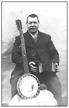 Concertina and zither banjo