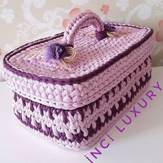 Cesto maleta lindo!!!. . . . . By @inciluxury . . . . . #inspiration #inspiração #cestatrapillo #cestotrapillo #cestofiodemalha #fiosdemalha #trapillo #yarn #crocheteiras #crochet #crocheting #crochetlove #crochetingaddict #croche #yarnlove #yarn #knitting #knit #penyeip #feitoamao #handmade #croche #croché #crochê #croshet #penyeip #вязаниекрючком #uncinetto #かぎ針編み #instagramcrochet #totora