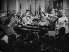 BIGBAND.  La expresión en inglés Big Band (literalmente, gran banda) hace referencia a un grupo amplio de músicos de jazz que tocan conjuntamente; puede ser traducida libremente como orquesta de jazz.  Las big bands aparecen como tales a finales de la década de 1920, aunque su etapa de oro es el periodo comprendido entre 1935 y 1950.La estructura de las big bands ha ido evolucionando a lo largo del tiempo, desde las bandas de diez u once miembros de la época inicial del swing, hasta las…