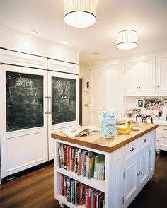 I really love the book shelves in the kitchen, great for cookbooks and recipe boxes. I want some!