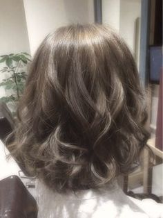Wave hair style with iron. Medium Short Hair, Short Curly Hair, Wavy Hair, Medium Hair Styles, Curly Hair Styles, Korean Perm Short Hair, Digital Perm Short Hair, Hair Korean Style, Permed Hairstyles